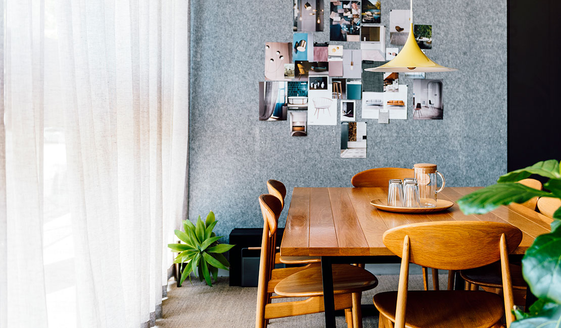 the difference between a decorator architect and interior designer